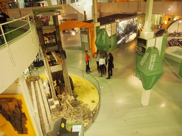 6D-luokkalaiset tutustuivat suomalaiseen tekniikan historiaan ja suomalaisten keksintöihin Tekniikan museossa.